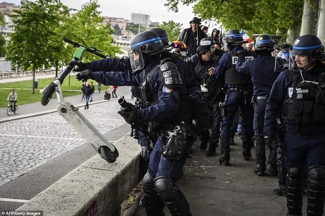 Phe Áo vàng xuống đường, bạo động bùng phát trở lại tại Pháp - 4