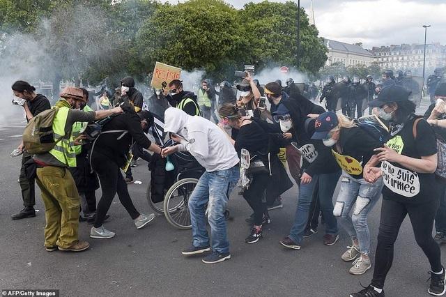 Phe Áo vàng xuống đường, bạo động bùng phát trở lại tại Pháp - 1