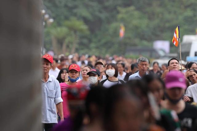 Hàng vạn người đổ về chùa Tam Chúc dự Đại lễ Phật đản Vesak 2019 - 8