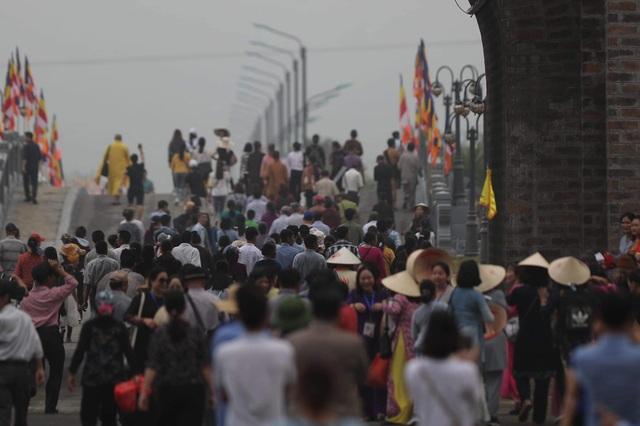 Hàng vạn người đổ về chùa Tam Chúc dự Đại lễ Phật đản Vesak 2019 - 1