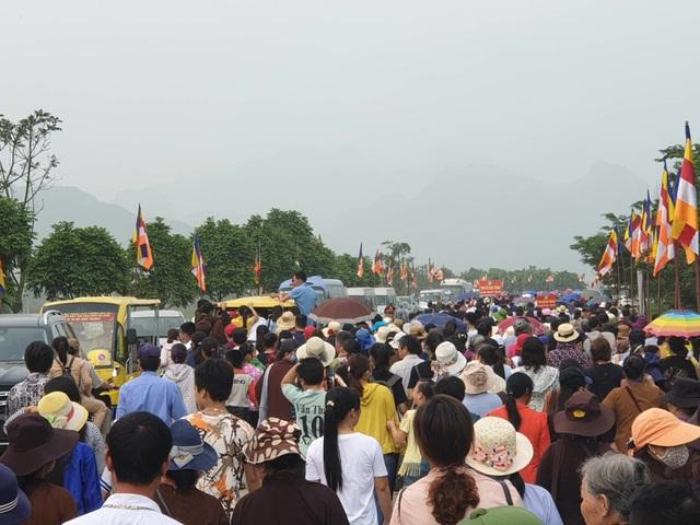 Hàng vạn người đổ về chùa Tam Chúc dự Đại lễ Phật đản Vesak 2019 - 7