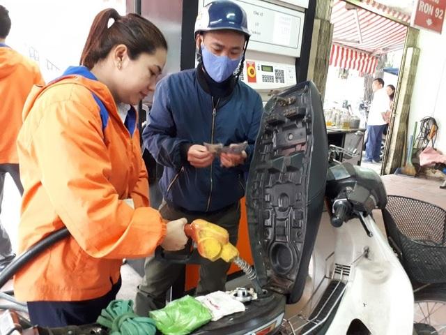 Quỹ bình ổn giá xăng dầu: Người dùng thiệt hơn là được lợi? - 1