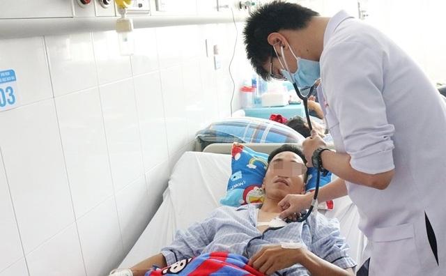 Nam thanh niên dùng dao tự đâm xuyên tim, thấu phổi - 2