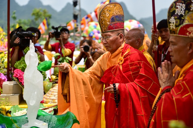 Nghi lễ tắm Phật truyền thống tại chùa Tam Chúc - 4