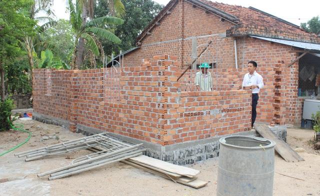 3 mẹ con sống trong ngôi nhà nóng như lò thiêu được bạn đọc Dân trí giúp đỡ xây nhà khang trang - 3