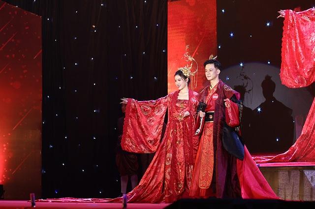Nam thanh nữ tú ĐHQG Hà Nội khoe sắc với trang phục truyền thống 5 châu - 2