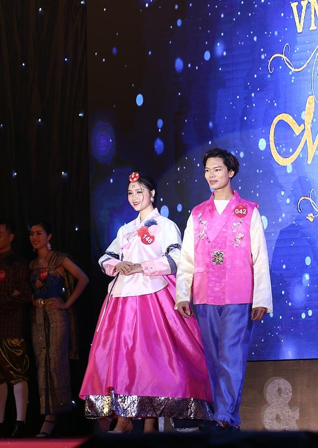 Nam thanh nữ tú ĐHQG Hà Nội khoe sắc với trang phục truyền thống 5 châu - 3