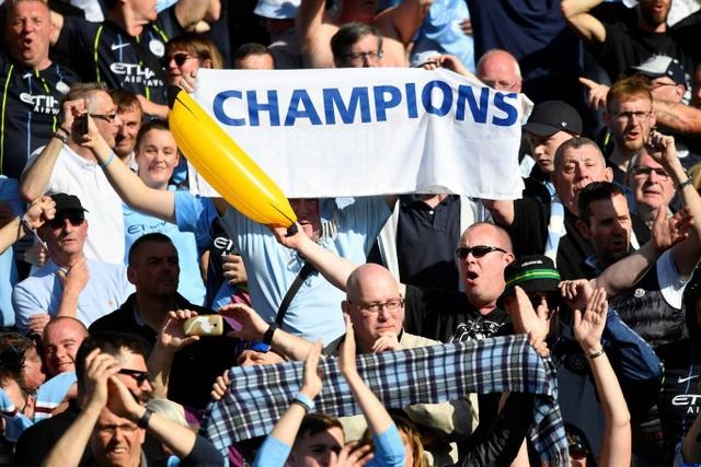Man City hạnh phúc nhận cúp bạc vô địch Premier League - 2