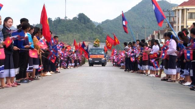 Lễ đón 98 hài cốt liệt sĩ quân tình nguyện và chuyên gia Việt Nam hy sinh tại Lào - 1