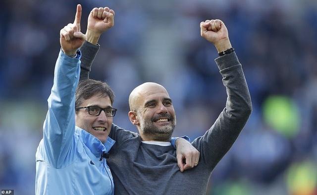 Man City hạnh phúc nhận cúp bạc vô địch Premier League - 6