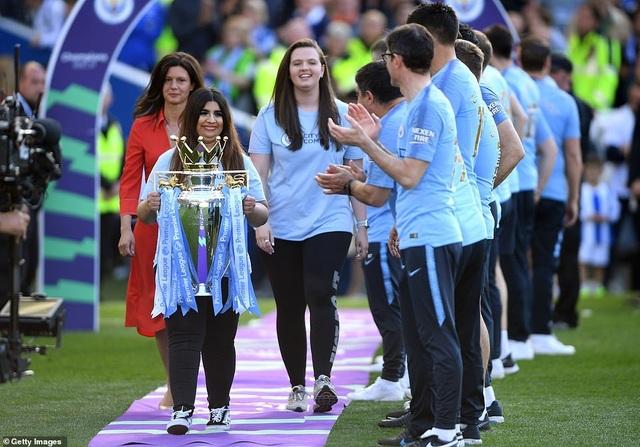 Man City hạnh phúc nhận cúp bạc vô địch Premier League - 8