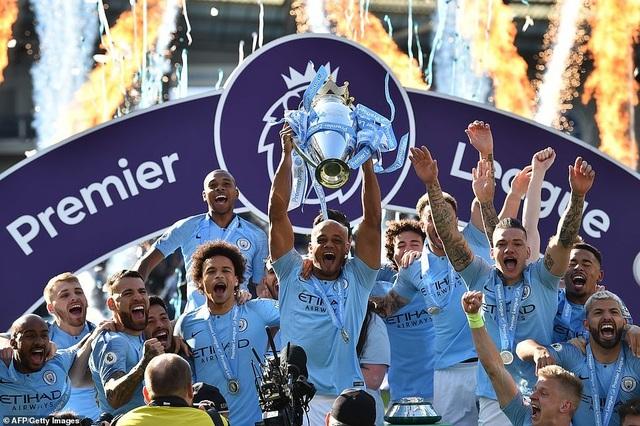 Man City hạnh phúc nhận cúp bạc vô địch Premier League - 9
