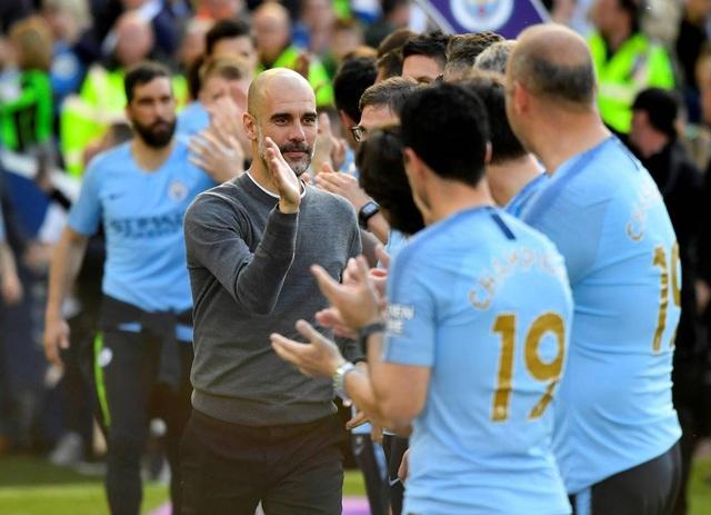 Man City hạnh phúc nhận cúp bạc vô địch Premier League - 7