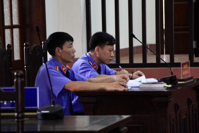 Hoãn phiên xử phúc thẩm bác sỹ Hoàng Công Lương - 3