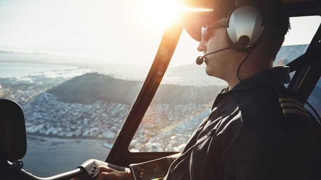 Bỏ bữa sáng, nam phi công bất tỉnh 40 phút trên không