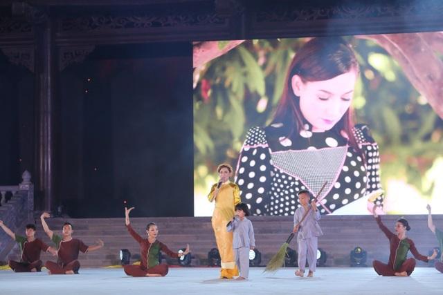 MC Hạnh Phúc cùng 100 nghệ sĩ quốc tế trình diễn trước hàng vạn khán giả - 2