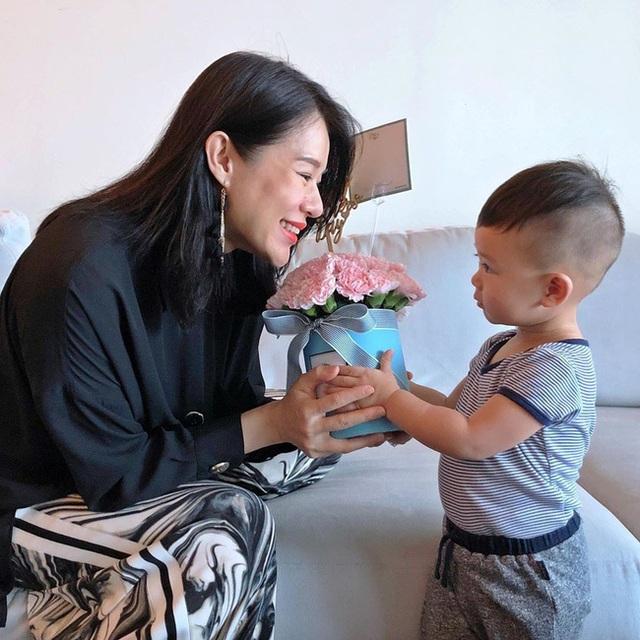 Lâm Tâm Như, Lê Tư, Trương Bá Chi đón Ngày của Mẹ ấm áp - 11