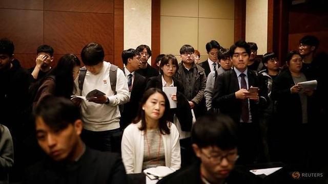 Tỷ lệ thất nghiệp cao, thanh niên Hàn Quốc đổ xô ra nước ngoài săn việc - 1