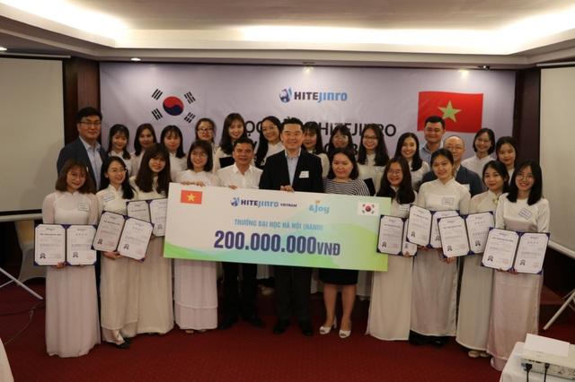 Hitejinro trao học bổng tiếng Hàn trị giá 200 triệu đồng cho sinh viên Việt Nam - 1