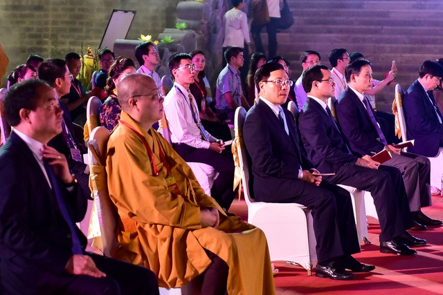 Lễ hội hoa đăng cầu nguyện hòa bình thế giới tại chùa Tam Chúc - 3