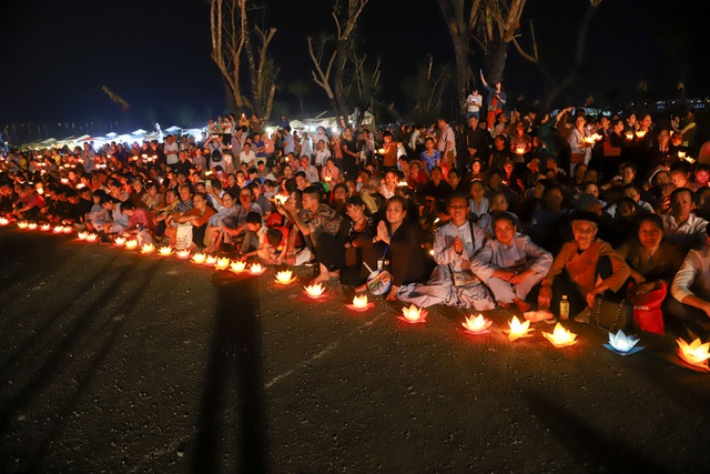 Lễ hội hoa đăng cầu nguyện hòa bình thế giới tại chùa Tam Chúc - 19