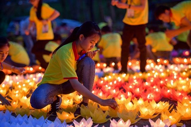 Lễ hội hoa đăng cầu nguyện hòa bình thế giới tại chùa Tam Chúc - 7