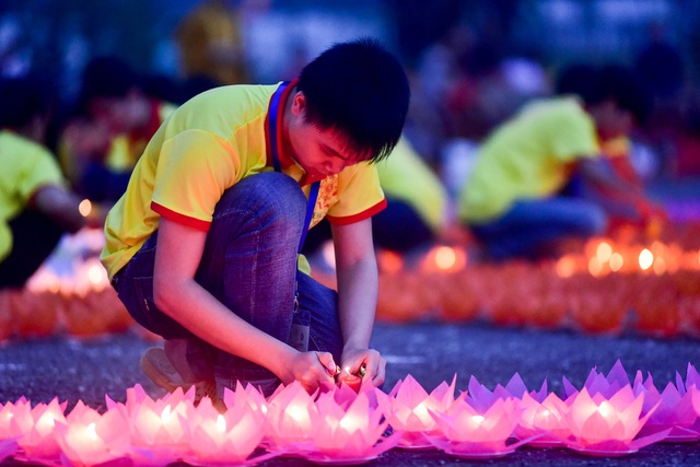 Lễ hội hoa đăng cầu nguyện hòa bình thế giới tại chùa Tam Chúc - 8