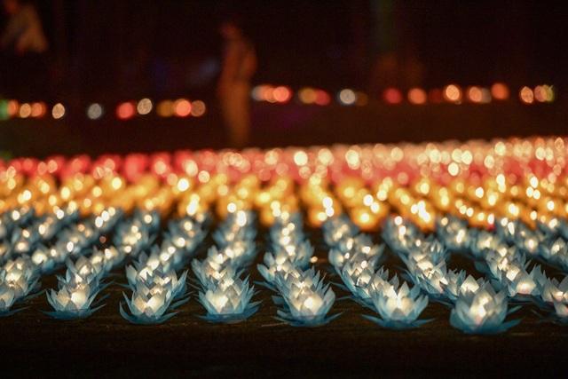 Lễ hội hoa đăng cầu nguyện hòa bình thế giới tại chùa Tam Chúc - 12