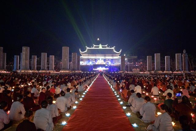 Lễ hội hoa đăng cầu nguyện hòa bình thế giới tại chùa Tam Chúc - 1