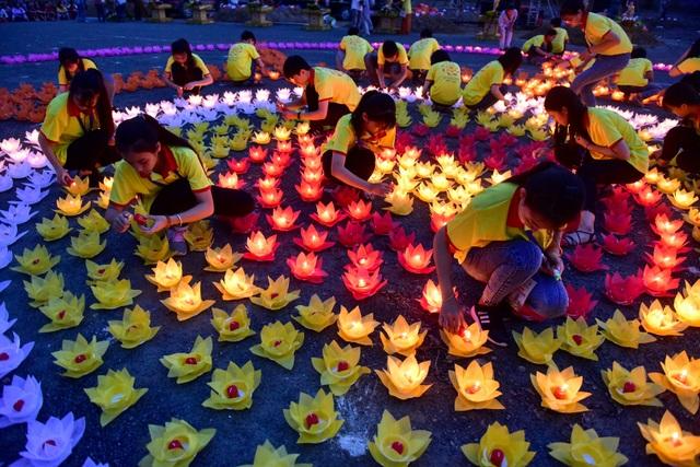 Lễ hội hoa đăng cầu nguyện hòa bình thế giới tại chùa Tam Chúc - 5