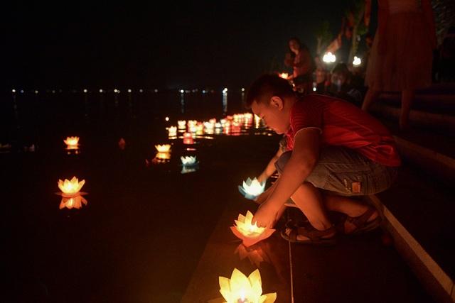 Lễ hội hoa đăng cầu nguyện hòa bình thế giới tại chùa Tam Chúc - 21