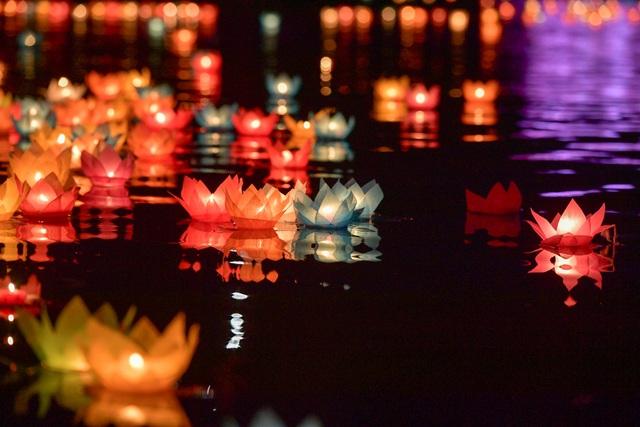 Lễ hội hoa đăng cầu nguyện hòa bình thế giới tại chùa Tam Chúc - 22