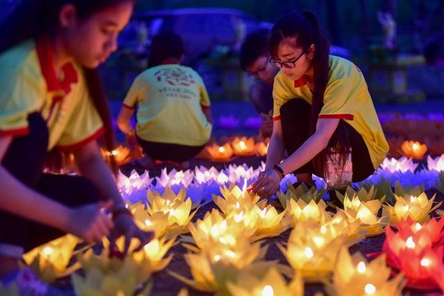 Lễ hội hoa đăng cầu nguyện hòa bình thế giới tại chùa Tam Chúc - 9