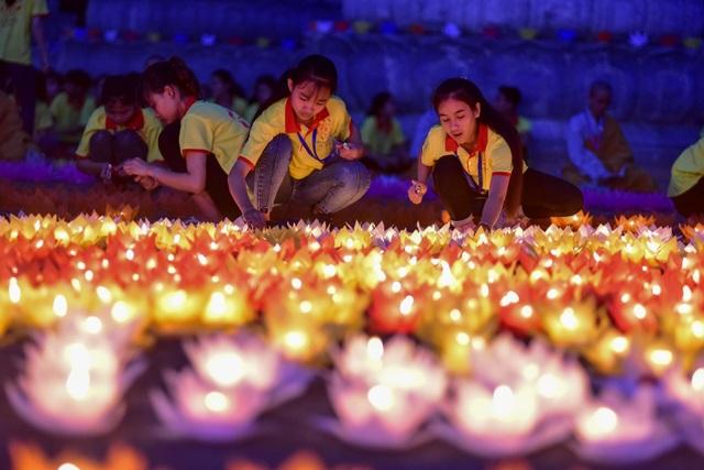 Lễ hội hoa đăng cầu nguyện hòa bình thế giới tại chùa Tam Chúc - 10