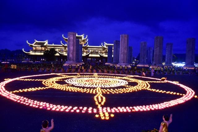 Lễ hội hoa đăng cầu nguyện hòa bình thế giới tại chùa Tam Chúc - 14