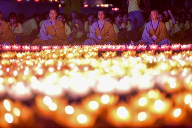 Lễ hội hoa đăng cầu nguyện hòa bình thế giới tại chùa Tam Chúc - 11