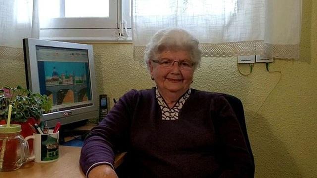 """Cụ bà 88 tuổi gây """"sốt"""" cộng đồng mạng nhờ tài vẽ tranh bằng…. Microsoft's Paint! - 2"""
