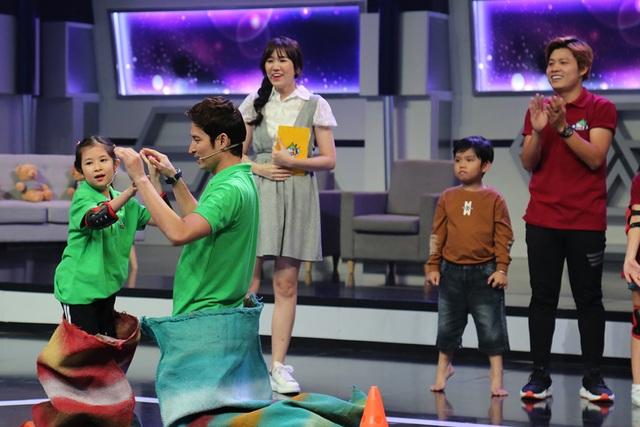 """Huy Khánh bị con gái """"vạch mặt"""" trên sóng truyền hình - 5"""