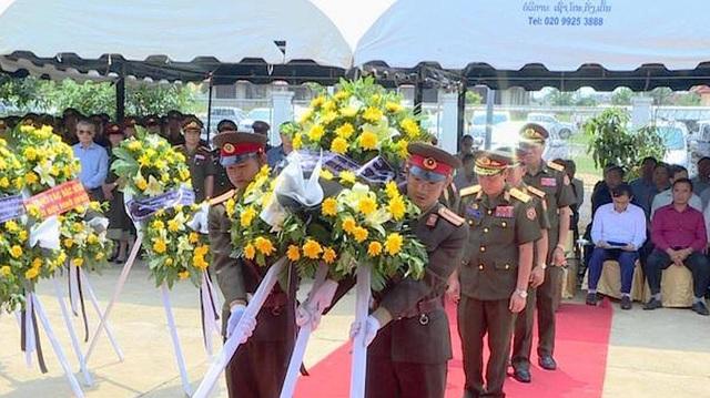 Lễ đón 98 hài cốt liệt sĩ quân tình nguyện và chuyên gia Việt Nam hy sinh tại Lào - 2