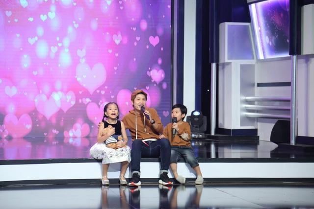 """Huy Khánh bị con gái """"vạch mặt"""" trên sóng truyền hình"""