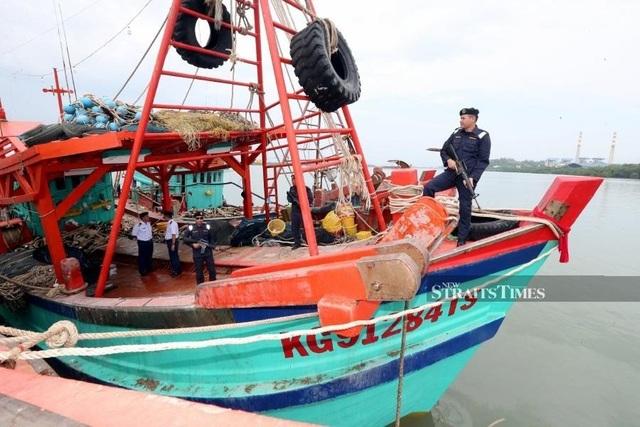 Malaysia bắt 2 tàu cùng 29 ngư dân Việt Nam - 1