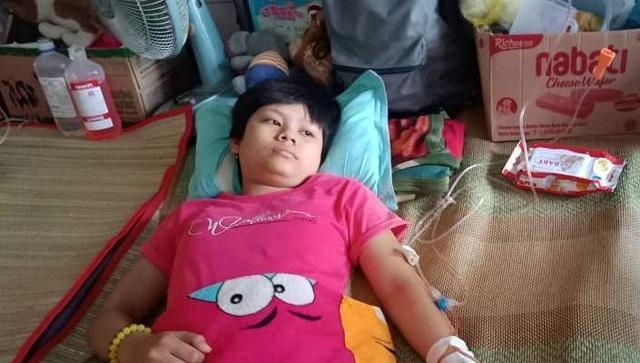 Rớt nước mắt cô gái 16 tuổi ung thư xương nghẹn ngào cầu xin đừng cắt chân con! - 1