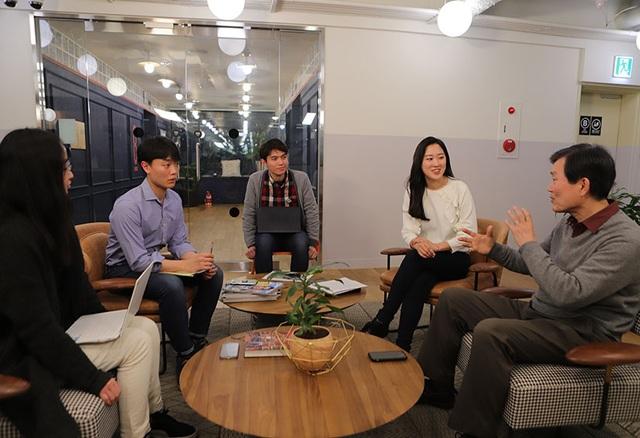 Tìm việc cho người già, chàng trai Việt được Forbes vinh danh - 1