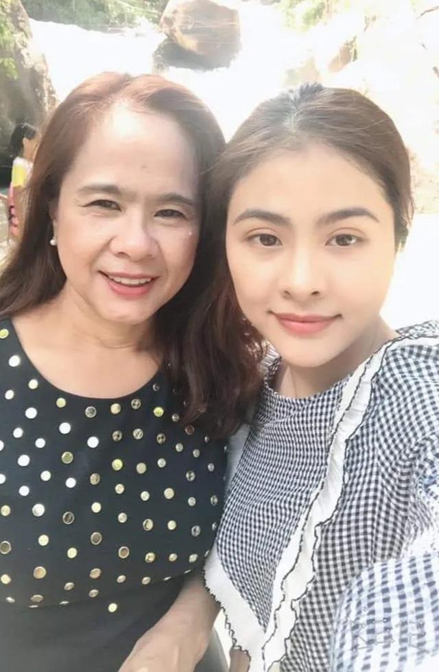 Sao Việt khoe ảnh và trải lòng trong Ngày của Mẹ - 1