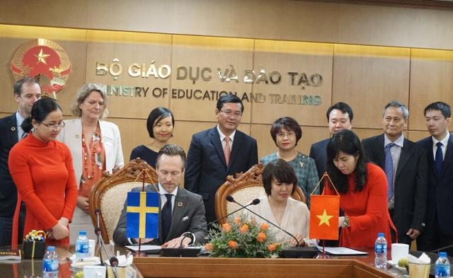 Việt Nam: Ký kết biên bản ghi nhớ thúc đẩy quan hệ hợp tác về đào tạo ngoại ngữ - 1
