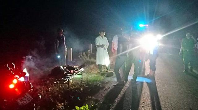 Hà Tĩnh: Lao xe vào cột mốc, 2 thanh niên thương vong trong đêm - 1
