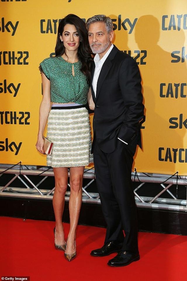 George Clooney tình tứ bên vợ kém 17 tuổi - 2