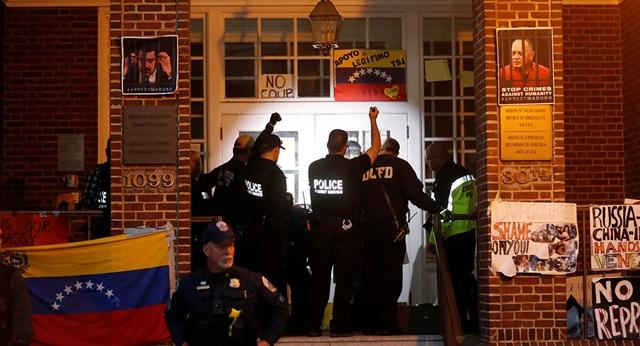 Mỹ đột kích Đại sứ quán Venezuela tại Washington - 1