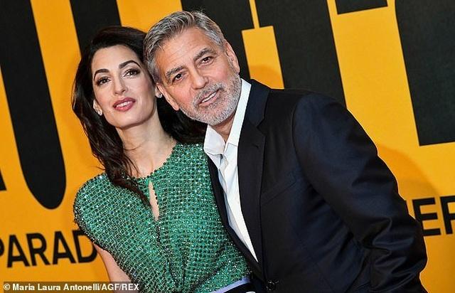 George Clooney tình tứ bên vợ kém 17 tuổi - 4