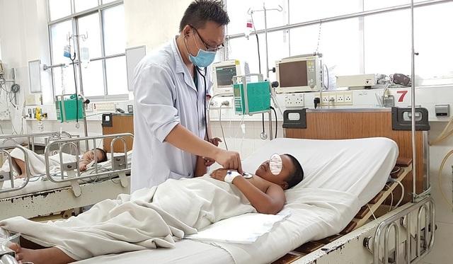 Cứu sống bệnh nhi hộc máu, suy đa tạng sốc sốt xuất huyết - 2